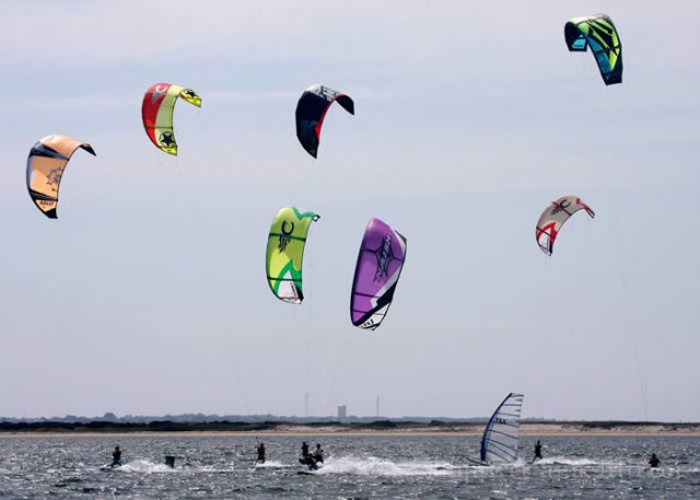 Kiteboard Race off of Bass Point